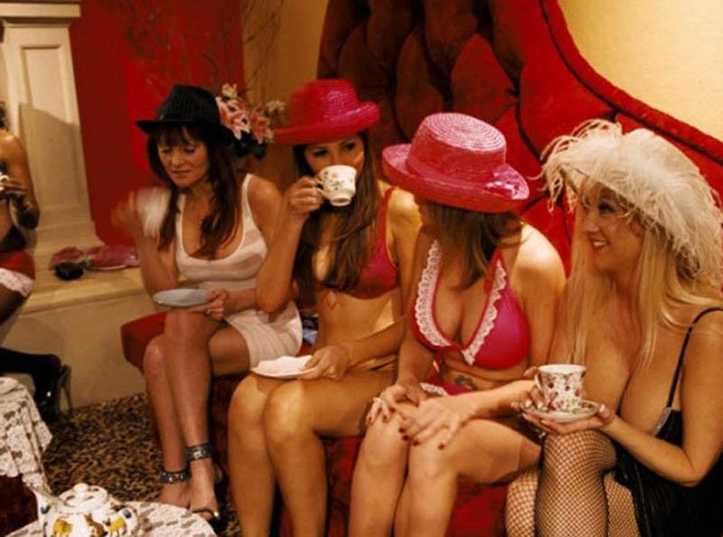 原來各國的性工作者是這樣攬客!到這國家旅遊可要小心了.....