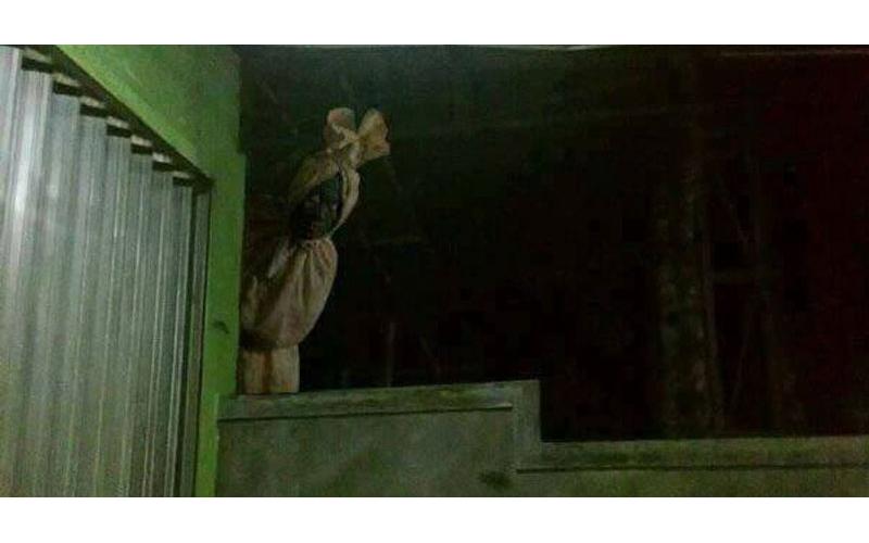 半夜上廁所驚見「包頭殭屍」嚇得狂飆髒話!網友:不必尿了,已經全濕了!