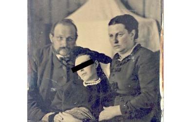 19世紀時竟然盛行一種詭譎可怕的行為「與遺體拍藝術照」,這是他們悼念死者的一種方式!