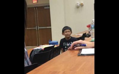11歲小男孩對教室滿滿的大學生說「有什麼聽不懂的地方可以問我」,他的真實身份一揭穿大家都要跪了!