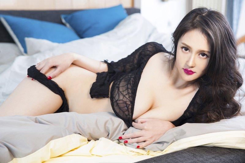 出生:中国北京 职业:主持人,演员,歌手,模特 兴趣:跳舞 详细资料:周然