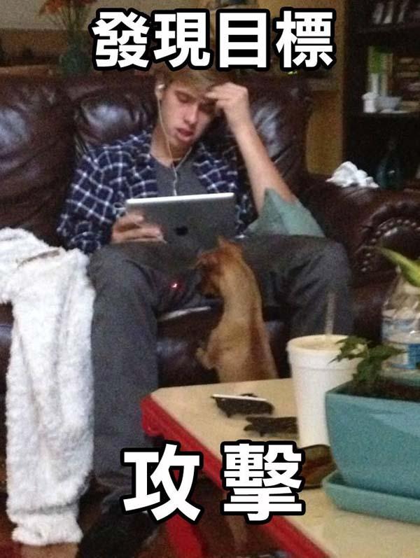 這個男人正專心玩著他的iPad,完全不知道下一秒他將墜落到地獄!!!-0
