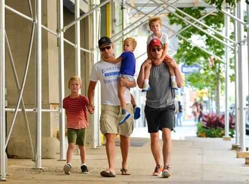誰說只有一男一女才能共組家庭?不可不知的7對好萊塢同.志伴侶-2